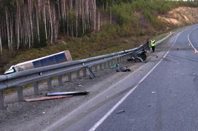 В аварии также пострадала женщина.