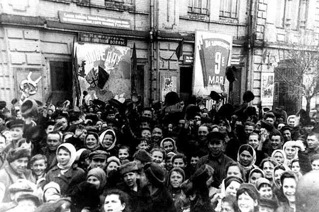 Митинг в Уфе 9 мая 1945 года.