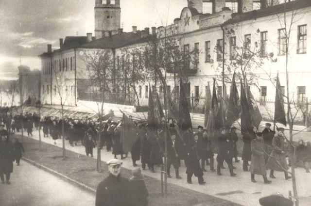 Ярославль, 1944 год. Демонстрация у Спасского монастыря.