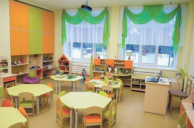 В городских детсадах в дежурные группы принимают всех детей, у кого родители работают в организациях, определённых указом губернатора.