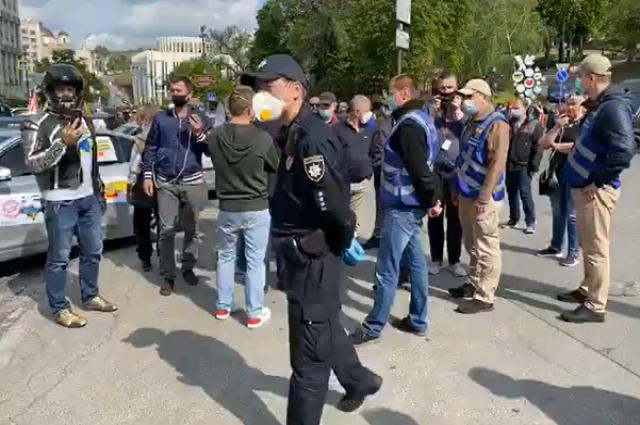 В центре Киева проходит акция протеста против карантина