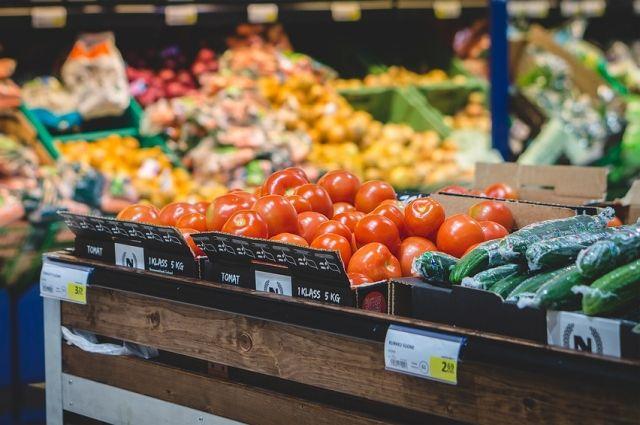 В Оренбурге и Орске некоторые магазины ограничили вход для покупателей.