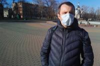 Использование лицевых масок в публичных местах снижает риск заражения COVID-19.