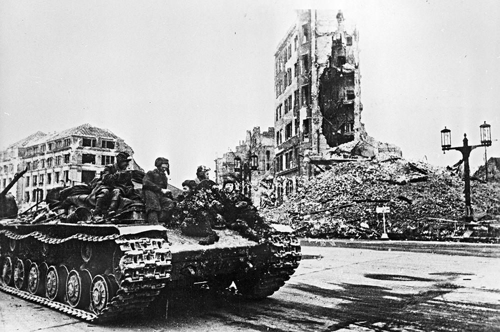 Советский танк в районе Шарлоттенбурга.