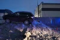В Новом Уренгое водитель не справилась с управлением и вылетела с трассы