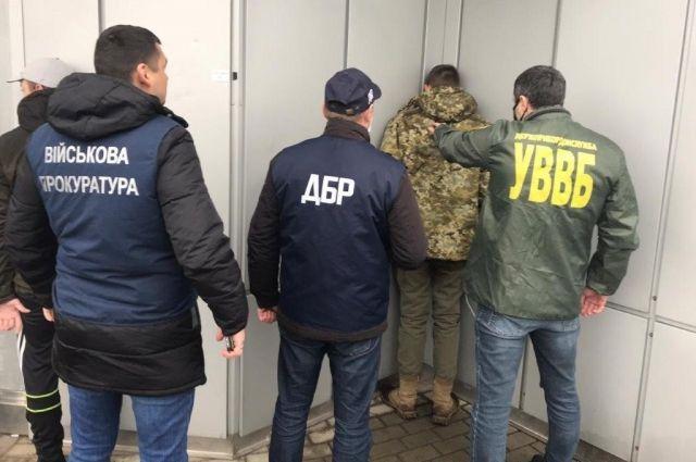 Во Львовской области пограничник продавал коллегам наркотики