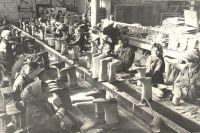 В годы войны жители нашей республики снабжали фронт не только вооружением и продовольствием, но и обмундированием.