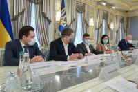 Зеленский просит ускорить темпы покрытия Интернетом и связью во всей стране