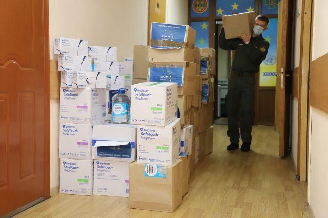 ЕС передал украинским пограничникам защитные медсредства