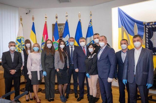 Аваков наградил украинских врачей, боровшихся с коронавирусом в Италии