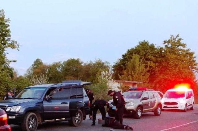 В Виннице группа лиц, при участии полицейского, похитила троих людей