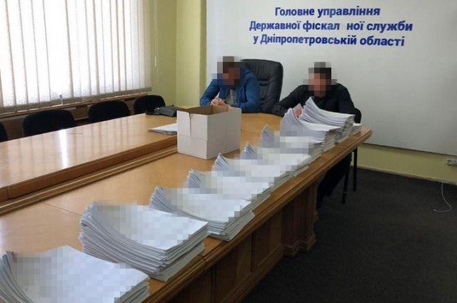 Экс-руководство налоговой службы подозревают в «крышевании» конвертцентров