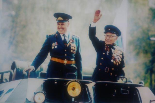 Фёдор Михайлович (справа) уверен, что надо быть жизнерадостным и побольше двигаться.