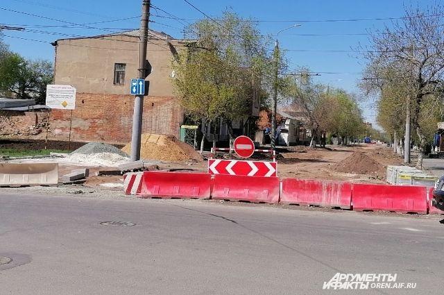 В Оренбурге продолжается ремонт дорог.