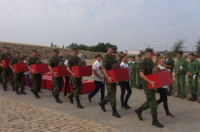 Каждое лето курсанты отправляются на места сражений времен Великой Отечественной войны.