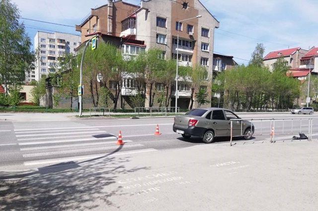 На улице Федорова в Тюмени автомобиль сбил детей
