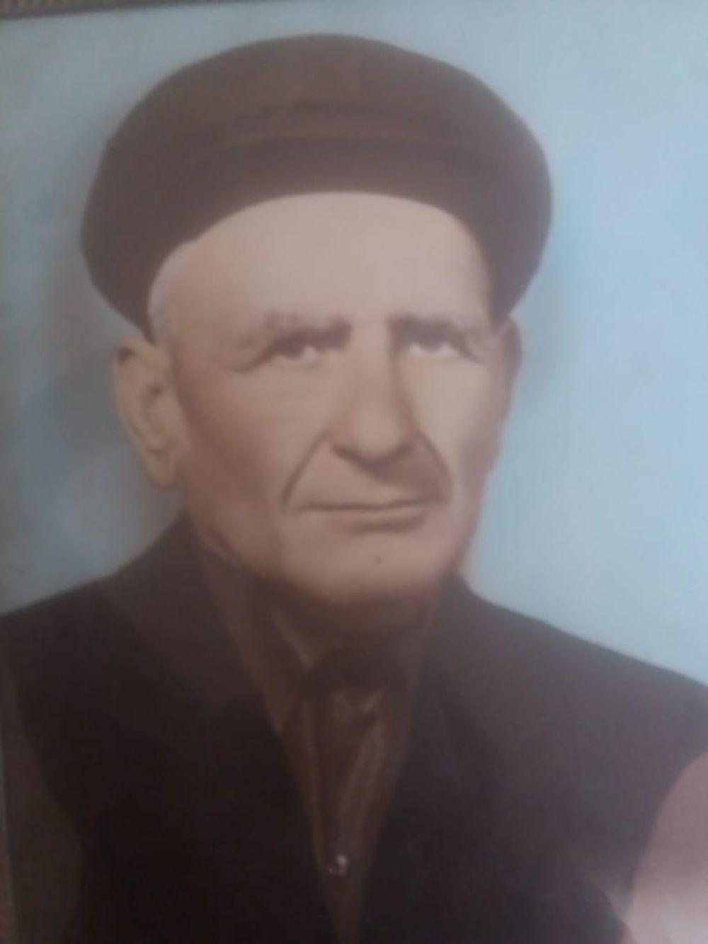 Фатима Шеуджен, главный редактор «АиФ-Юг»: Мой родной дед- Цику Исмаил Нануович. Родился в ауле Эдепсукай. Всю войну проработал на оружейном предприятии в Златоусте. К сожалению, я его не помню. Он умер в 1977 году.