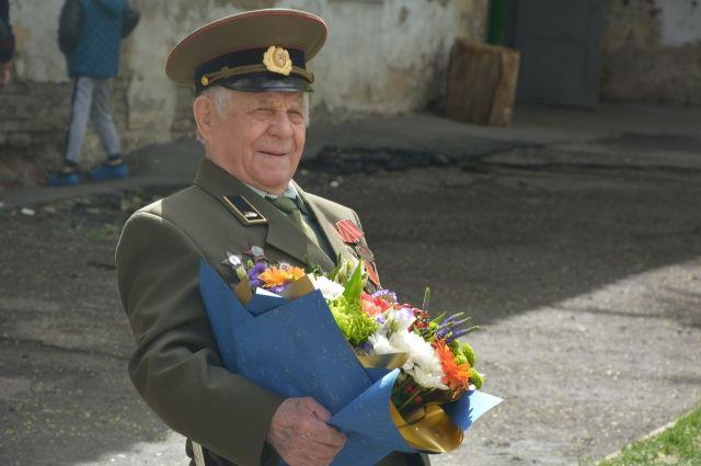 Все прошло во дворе дома участника Великой Отечественной войны Радия Логинова.
