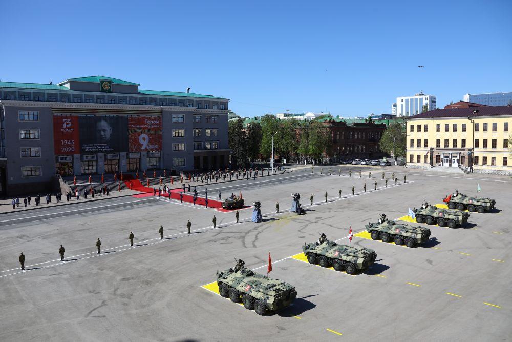 Торжественная церемония на Советской площади.