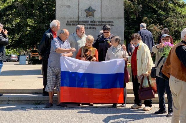 Памятник русскому солдату в Болгарии — один из самых любимых монументов для всех, в ком живёт память о Великой Отечественной.