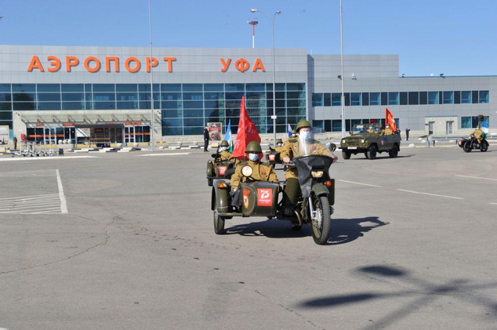 Выезд почетного кортежа из аэропорта
