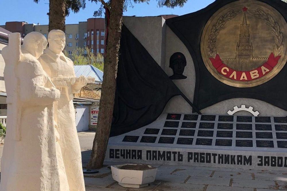 """Памятник фронтовикам завода """"Красный металлист"""" в Ставрополе."""