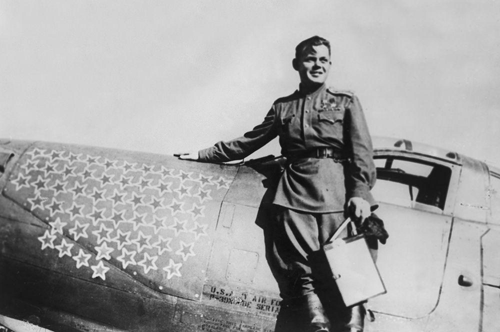 Григорий Речкалов. В годы войны уничтожил 56 вражеских самолетов лично и 6 в группе. Основной чертой Речкалова была настойчивость. Несмотря на то, что медкомиссия определила у летчика дальтонизм, он добился права продолжить службу.