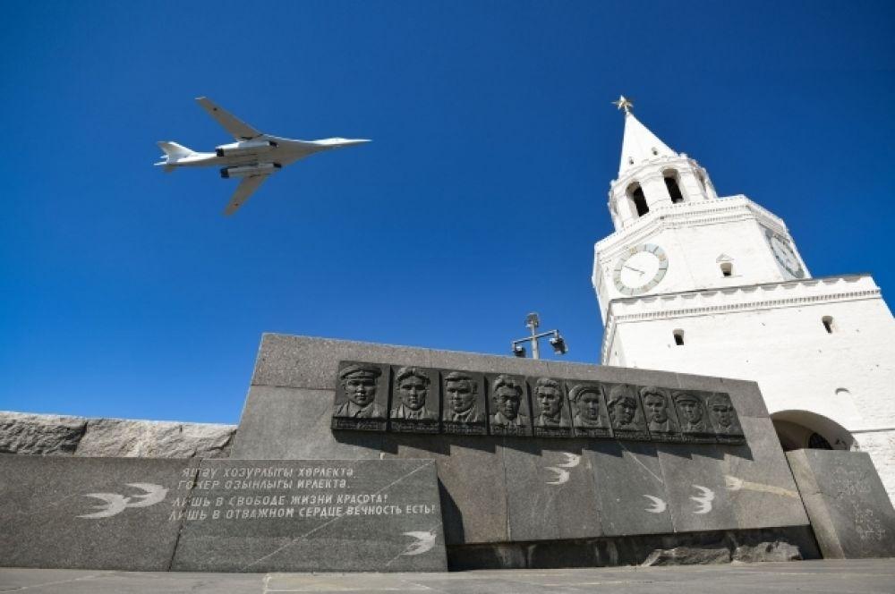 Казань с праздником поздравил лучший в мире бомбардировщик Ту-160.
