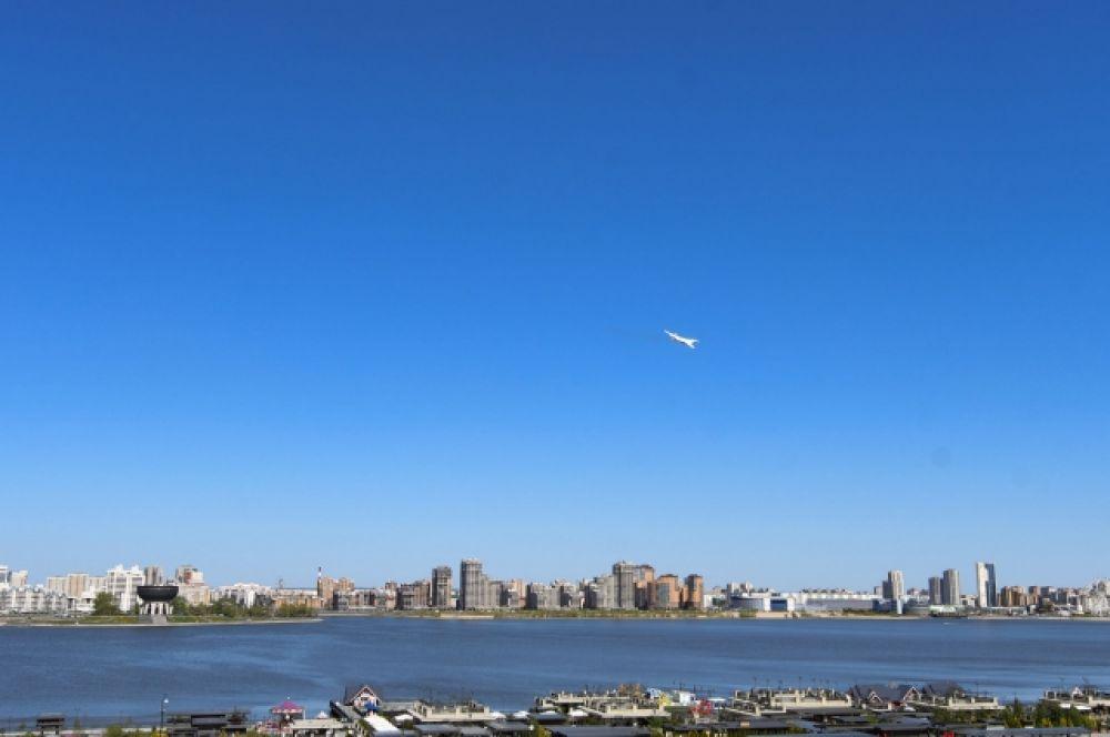«Белый лебедь» совершил полет над акваторией Казанки.