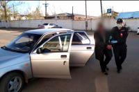 Подозреваемого задержали сотрудники полиции.