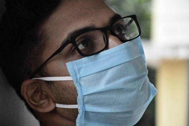 По мнению медика, маски не уберегут от коронавируса.