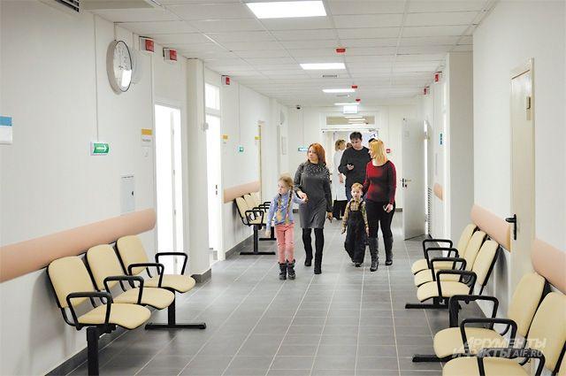 Медицинские учреждения продолжают оказывать помощь в экстренных случаях.