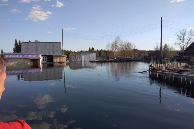 По данным на 12 мая в Ганском районе подтоплено 187 придомовых территорий, 75 домов в посёлках Усть-Чёрная, Серебрянка и Оныл .