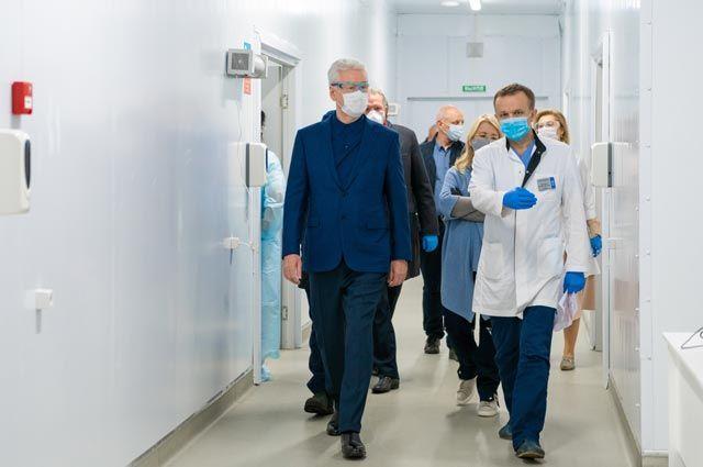 Посмотреть, как идёт обустройство временных корпусов Филатовской больницы, Сергей Собянин приехал лично.