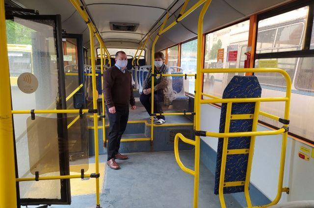 В Оренбурге не все водители автобусов соблюдают масочный режим.
