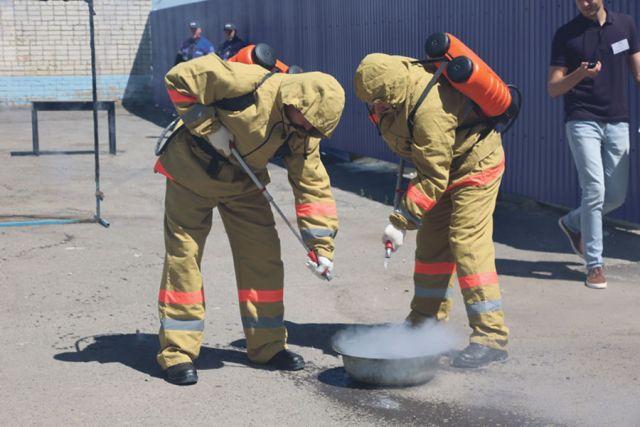 Тамбовские газовики провели тренировки, на которых были отработаны практические действия, необходимые при тушении возгораний.