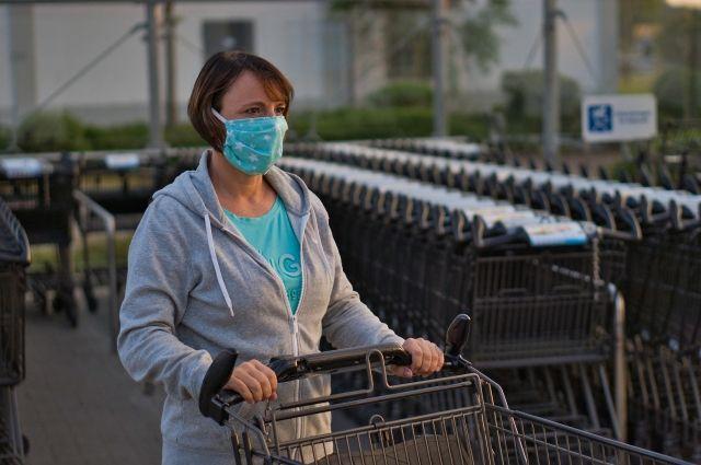 Жителям региона рекомендовали носить медицинские маски с самого начала эпидемии, с 20 мая это обязательно.