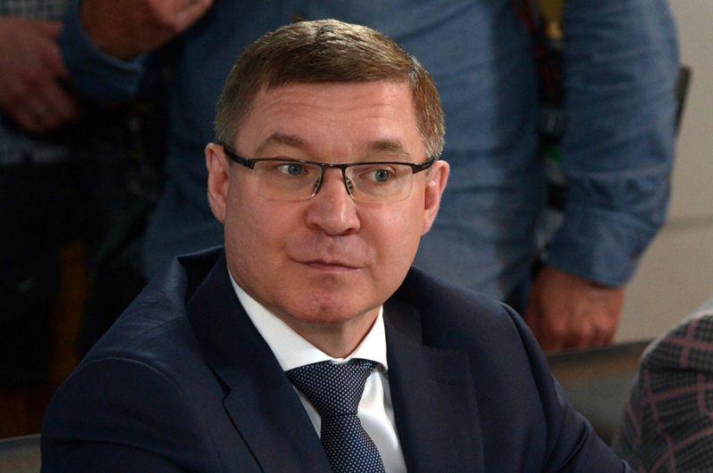Владимир Якушев. COVID-19 диагностировали также у главы Минстроя. Якушев был госпитализирован, но его уже отпустили на домашнее лечение.