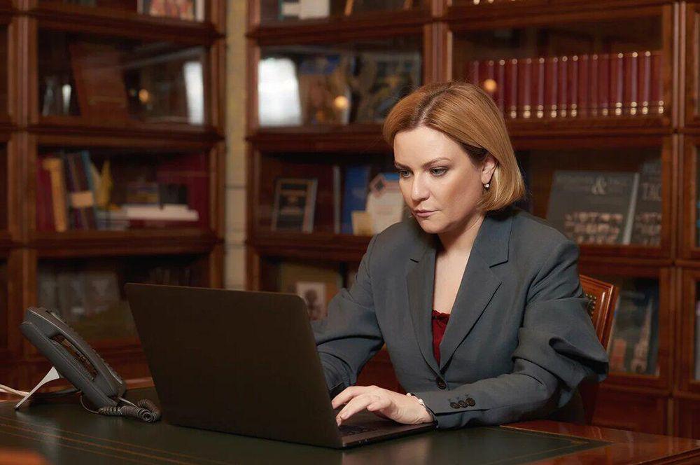 Ольга Любимова. Еще одним членом Правительства РФ, заразившимся коронавирусом, стала глава Минкультуры стала. Известно, что она лечится дома.
