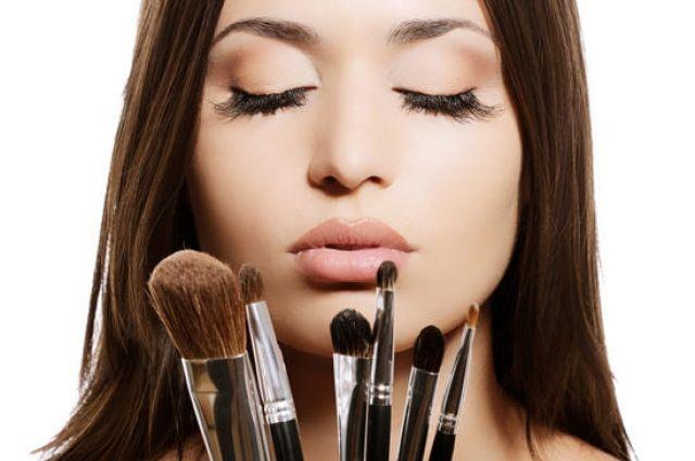 Наносим макияж правильно: топ-10 ошибок, которые делают вас старше