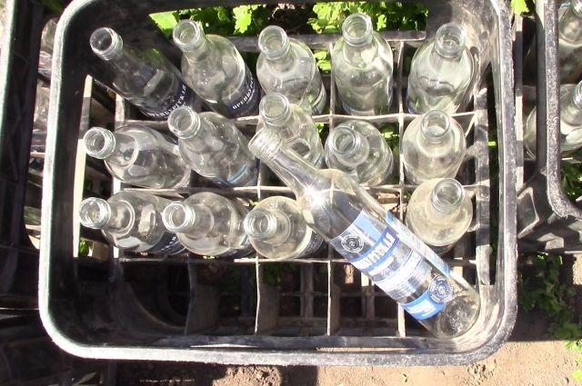 Оренбуржец разбавлял спирт водой и продавал под видом известных брендов.