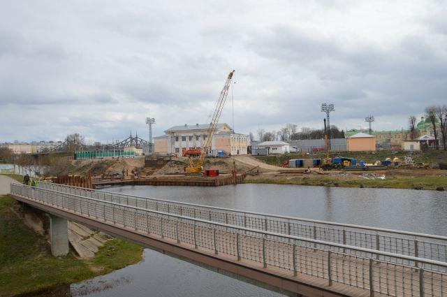 Новый пешеходный мост появится в Твери до конца года.