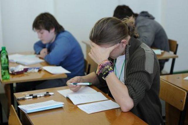 Школьникам начали выставлять итоговые оценки.