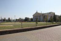 Сквер у театра оперы и балета будут снова озеленять, на это потратят более миллиона рублей.