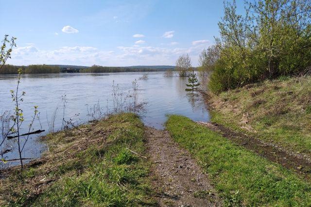 За последние двое суток резко вырос уровень воды в реке Кама.