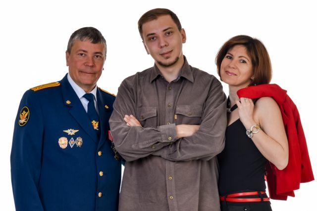 Николай Богачев с семьей: супругой Натальей и сыном Владиславом.