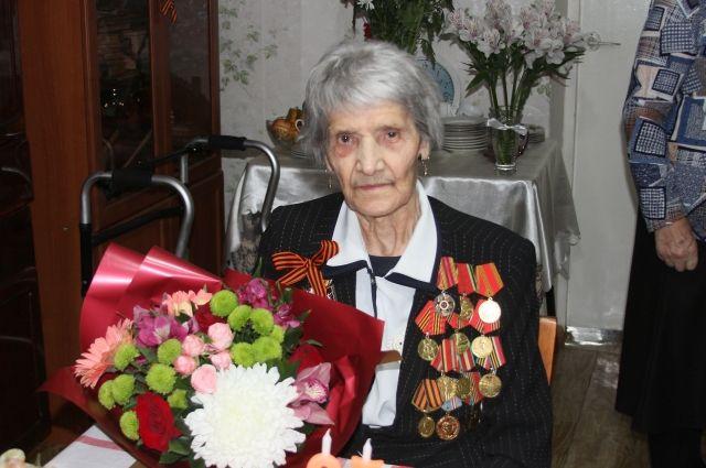Евгения Денисовна прожила долгую, трудную и вместе с тем счастливую и полную событий жизнь. И сегодня продолжает жить так же полно и интересно.
