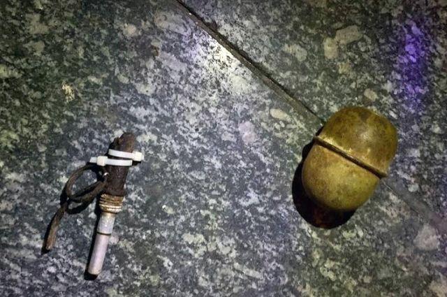 Пришел с гранатой: в Киеве мужчина угрожал взорвать супермаркет