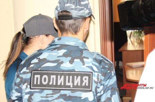 Оренбургский суд оставил руководителя «Семейной копилки» под стражей.