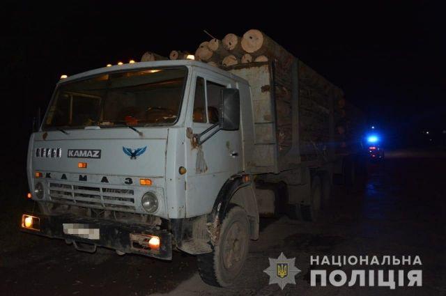 В Закарпатской области водитель грузовика сбил насмерть мужчину